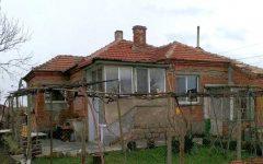 Дом в Болгарии с. Кръстина, 17000 евро