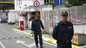 """""""Курящим лучше по воздуху"""": болгарские нормы ввоза"""